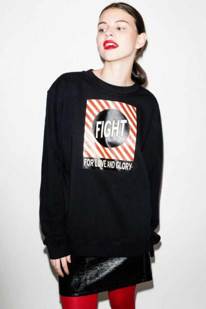 FFLAG Paris – Fight for love and glory – Sweatshirt unisexe imprimé noir – détail