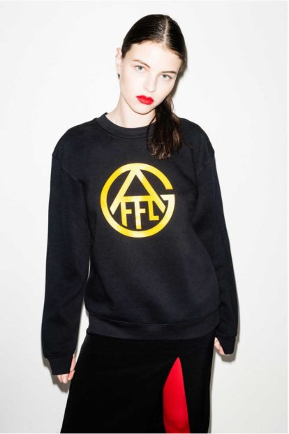 FFLAG Paris – Fight for love and glory – Sweatshirt emblème jaune – face