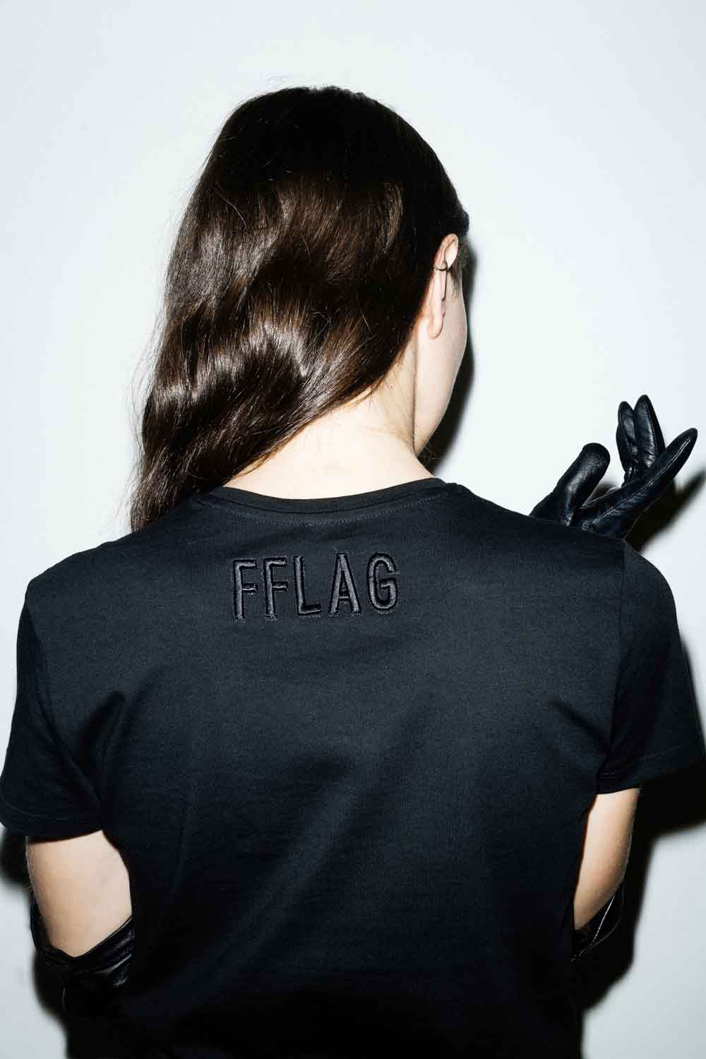 fflag-tee-shirt-ornement-petits-œillets-metal-court-5
