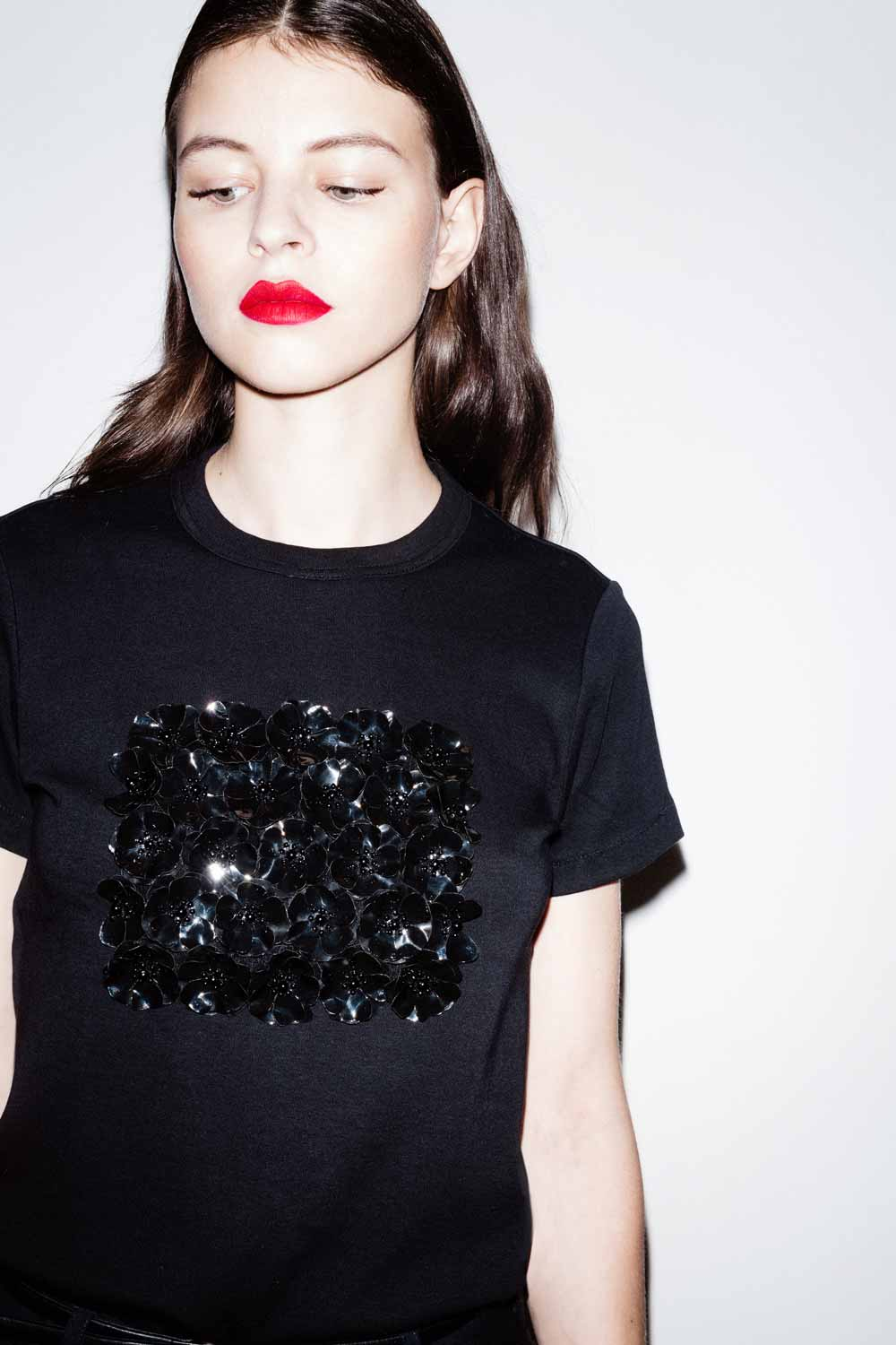 fflag-tee-shirt-poppies-ornement-fleurs-sequins-noir3